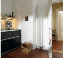 Трубчатый радиатор отопления Zehnder Charleston 3180 вертикальный с нижним подключением ТВВ